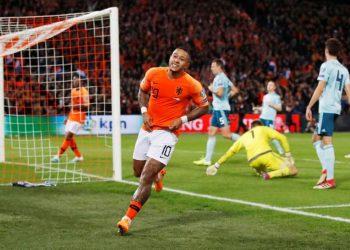 ممفيس ديباي لاعب هولندا