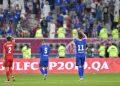 لاعبو المنتخب ترد تحية الجماهير عقب اللقاء