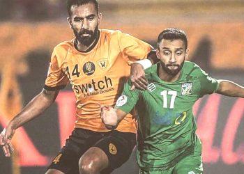 محمد خالد في مواجهة لاعب العربي - ارشيفية
