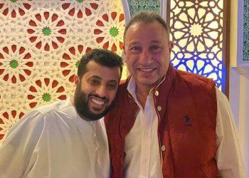 الخطيب رئيس الأهلي اثناء زيارته للمستشار تركي آل الشيخ أرشيفية