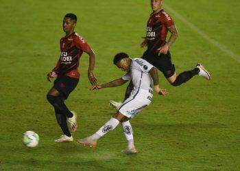 سانتوس وأتليتيكو باراناينسي في الدوري البرازيلي