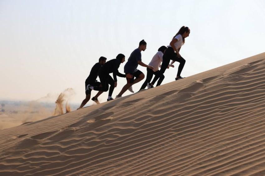 محمية المرموم الإماراتية تستضيف أول سباق جري على الكثبان الرملية