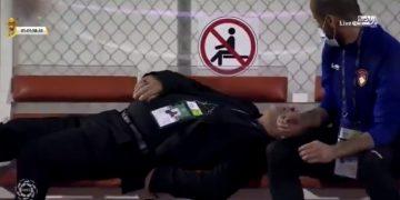 لحظة إغماء الجزائري نور الدين بن زكري مدرب ضمك السعودي